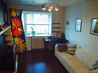 Продажа квартир: 2-комнатная квартира, Владимирская область, Александров, ул. Революции, 2, фото 1